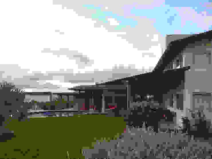 Arquitetura Sônia Beltrão & associados Country house Wood White