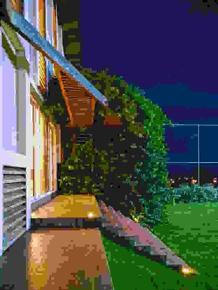 Casa de Campo | Natureza por Arquitetura Sônia Beltrão & associados Moderno Madeira Efeito de madeira