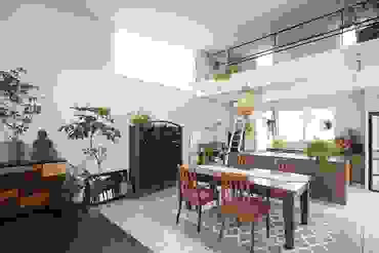 ORIENTAL SKY HOUSE モダンデザインの ダイニング の 株式会社横山浩介建築設計事務所 モダン