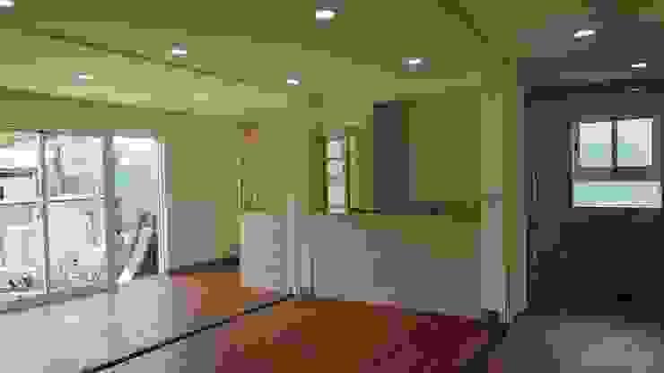 Salon minimaliste par 築地岩移動宅 Minimaliste
