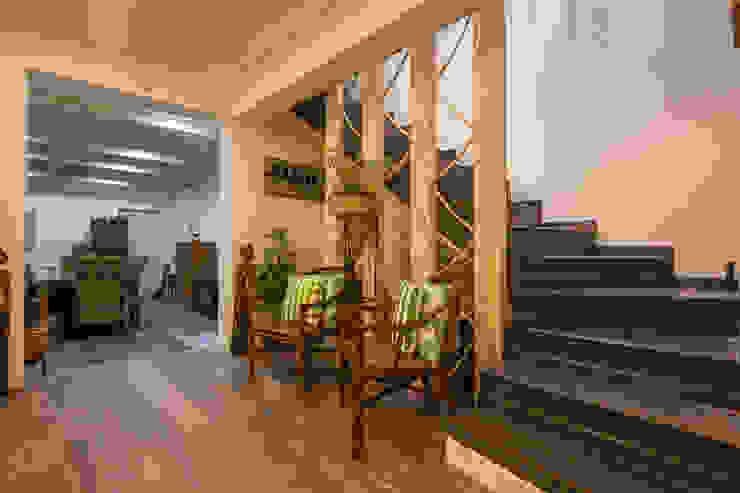 Atelier d'Maison Rustic style corridor, hallway & stairs