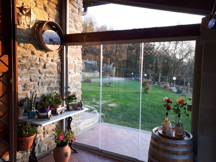 Veranda con Vetrate panoramiche Svitavvita Snc Giardino d'inverno in stile rustico
