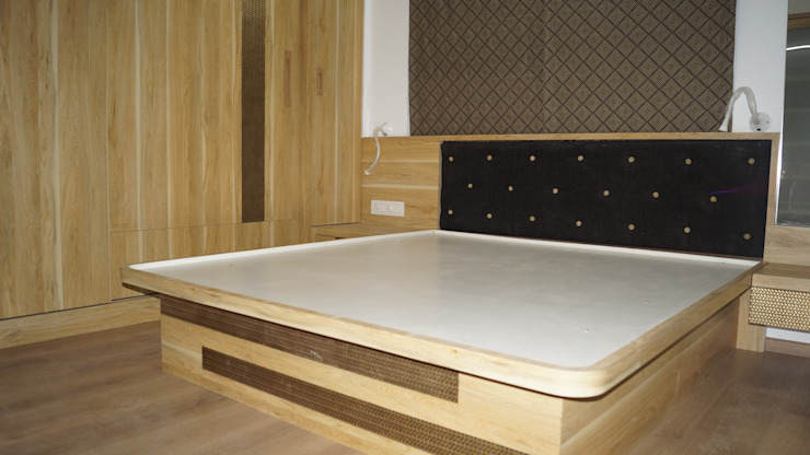 BED WITH UPLIFTING HYDRAULICS :  Bedroom by decormyplace,Asian Plywood