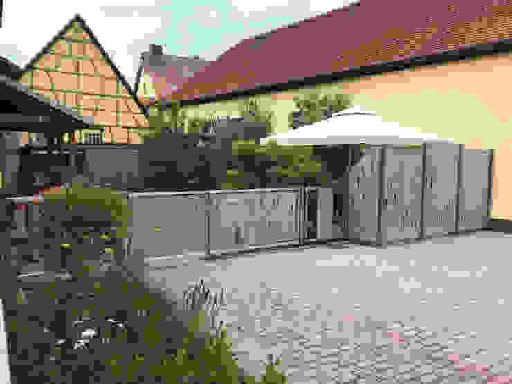 Hofeingang und Terrassensichtschutz von Edelstahl Atelier Crouse: Modern Metall