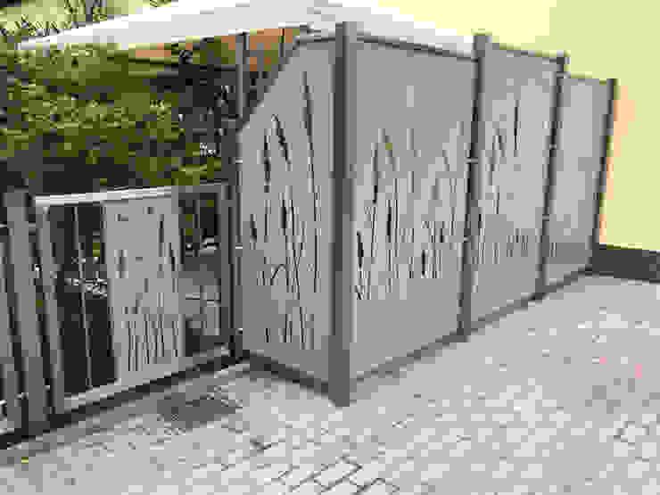 Terrassensicht- und windschutz Moderner Balkon, Veranda & Terrasse von Edelstahl Atelier Crouse: Modern Metall