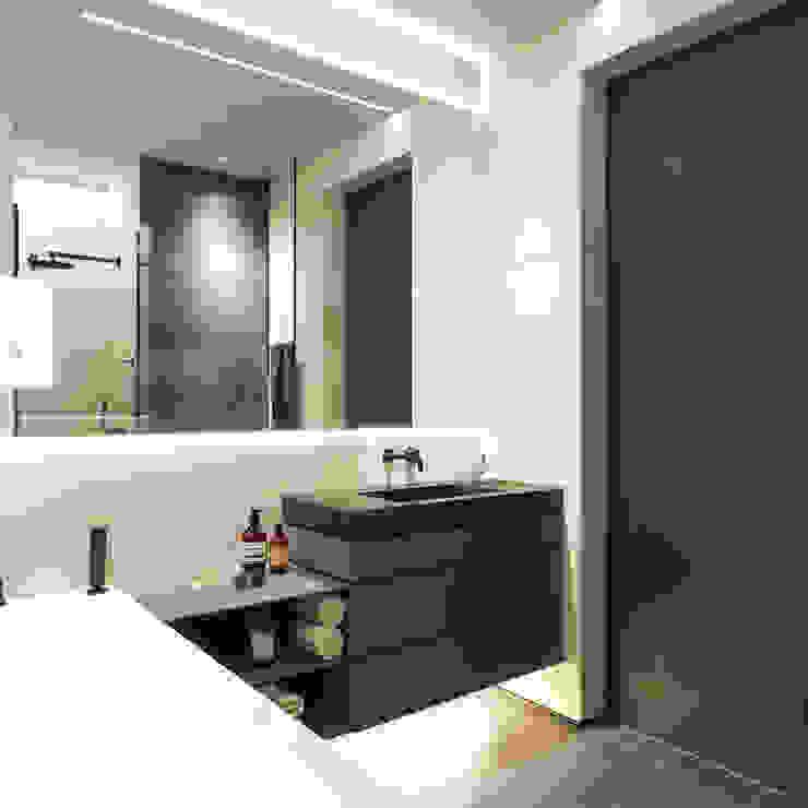 Апартаменты Europa City от бюро Suite n.7 Ванная комната в стиле минимализм от Suiten7 Минимализм Керамика