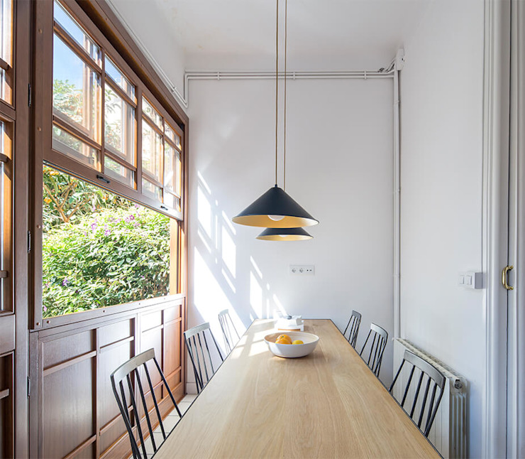 Industrial style dining room by AlbertBrito Arquitectura Industrial Engineered Wood Transparent