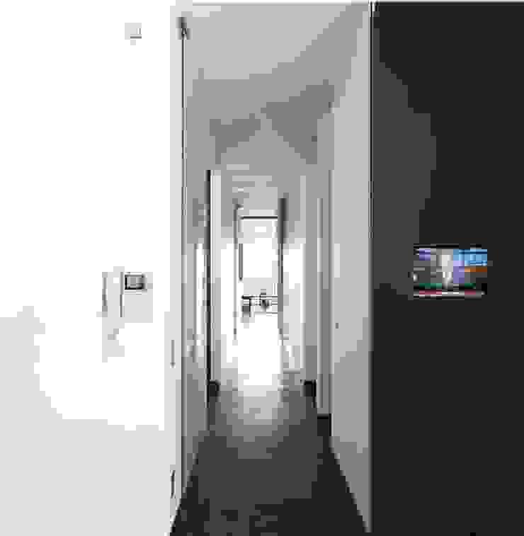 giovanni francesco frascino architetto Pasillos, vestíbulos y escaleras de estilo minimalista