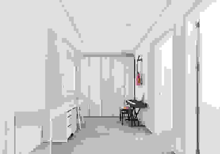 斯堪的納維亞風格的走廊,走廊和樓梯 根據 Luxiform Iluminación 北歐風