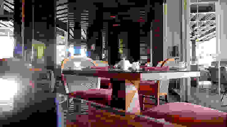 Ritz Carlton Bali, custom chairs, lounge and bar area Ruang Makan Tropis Oleh Sweden studio Tropis