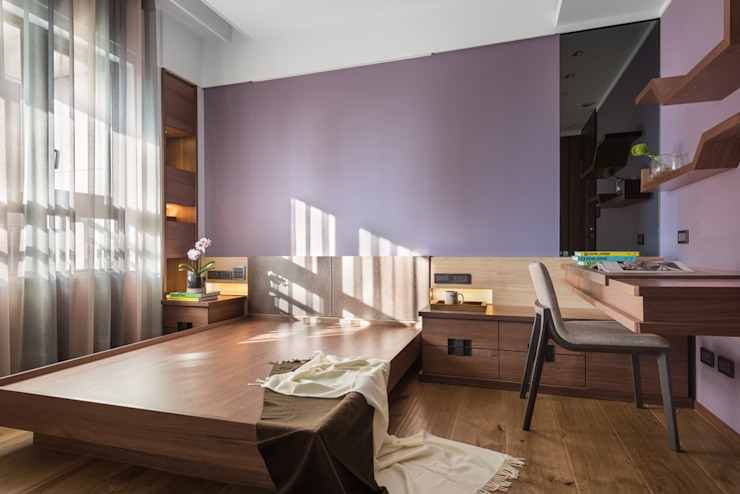 紫色的牆面讓整間房間氣質更佳溫潤 根據 宸域空間設計有限公司 古典風