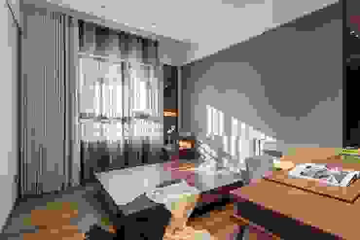 次臥房的雙層布簾兼具遮陽與隔音的功能 根據 宸域空間設計有限公司 古典風