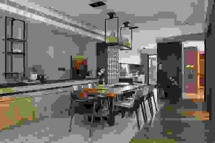 開放式廚房與餐廳無阻礙 根據 宸域空間設計有限公司 古典風