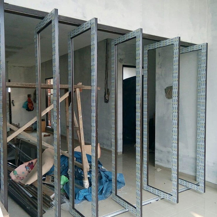 Jendela Oleh Koloni Tri Arsitama
