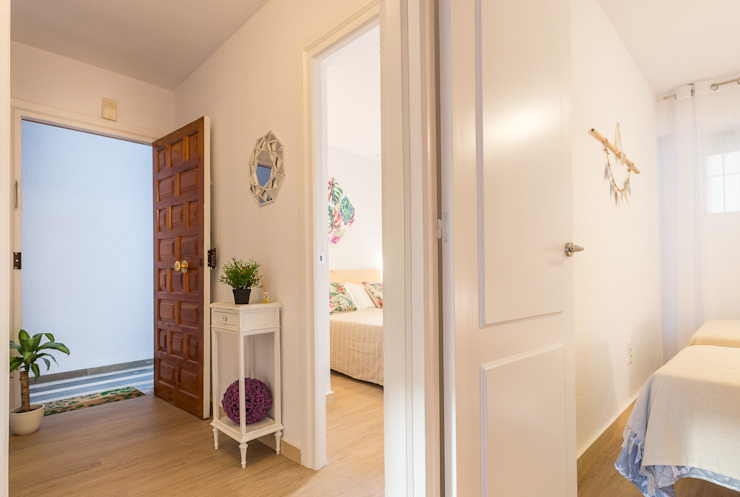 Mediterranean style corridor, hallway and stairs by Home & Haus   Home Staging & Fotografía Mediterranean