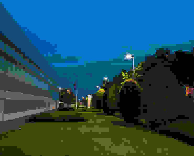 Lampada da esterno Falco led ENGI Lighting Complesso d'uffici moderni Alluminio / Zinco Grigio