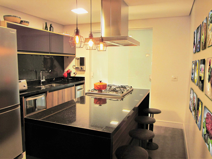 Kitchen units by silvia crevelaro arquitetura,