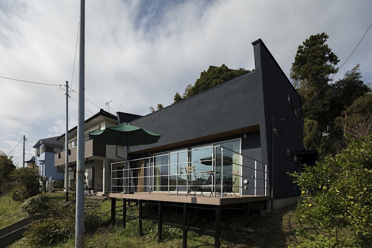 Casas modernas de 株式会社横山浩介建築設計事務所 Moderno