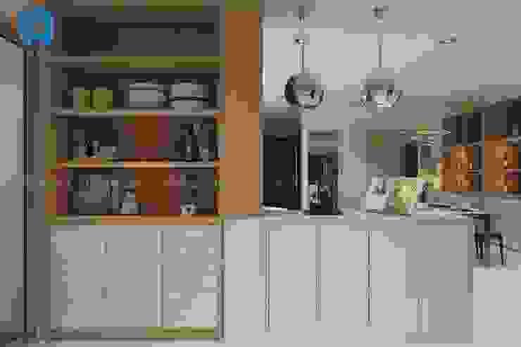 Kệ chén bằng gỗ sang trọng Phòng ăn phong cách hiện đại bởi Công ty TNHH Nội Thất Mạnh Hệ Hiện đại
