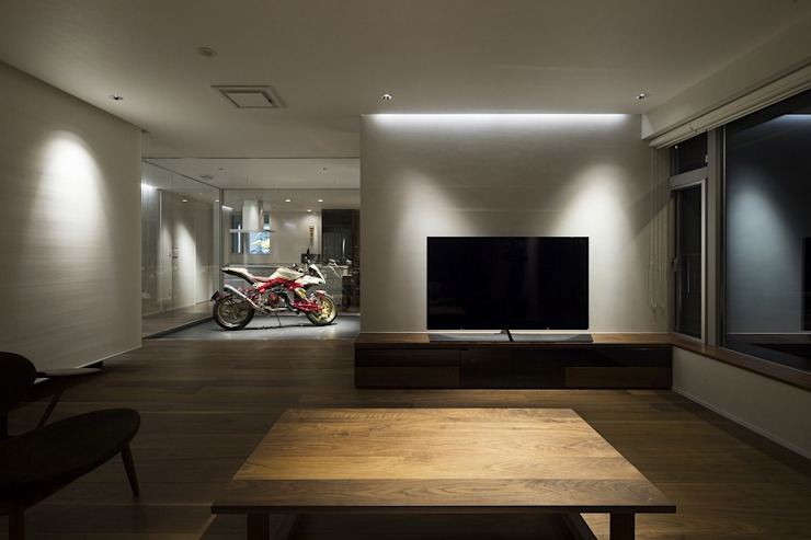 株式会社横山浩介建築設計事務所 Ruang Keluarga Modern
