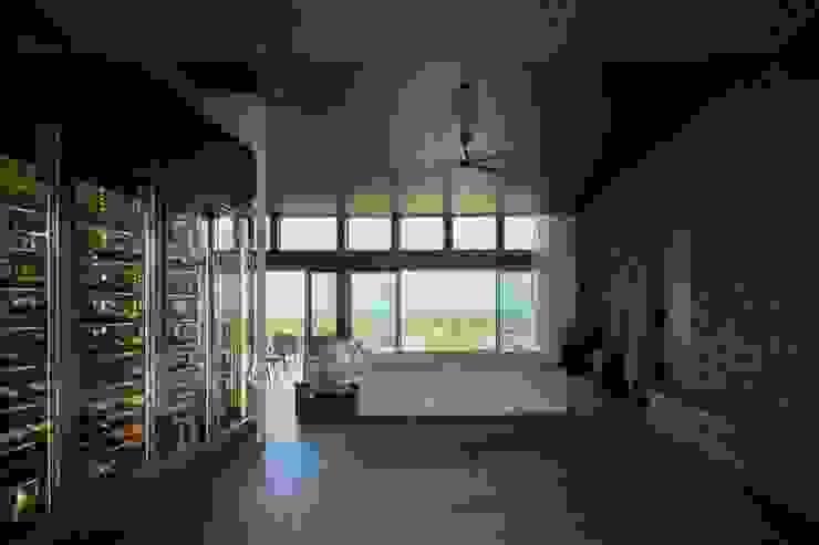 Ruang Keluarga Modern Oleh 株式会社横山浩介建築設計事務所 Modern