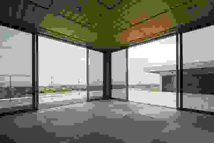 Ruang Media Modern Oleh 株式会社横山浩介建築設計事務所 Modern