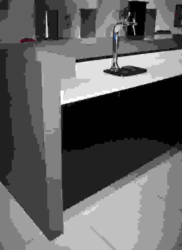 Island waterfall Modern kitchen by ilisi Interior Architectural Design Modern Quartz