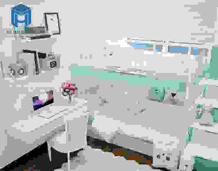 Phòng ngủ nhỏ được bố trí các vật dụng khá tiện ích và năng động cho các bé bởi Công ty TNHH Nội Thất Mạnh Hệ Hiện đại