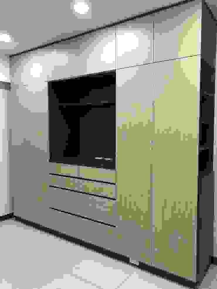 主臥TV衣櫃: 產業  by 藏私系統傢俱, 工業風