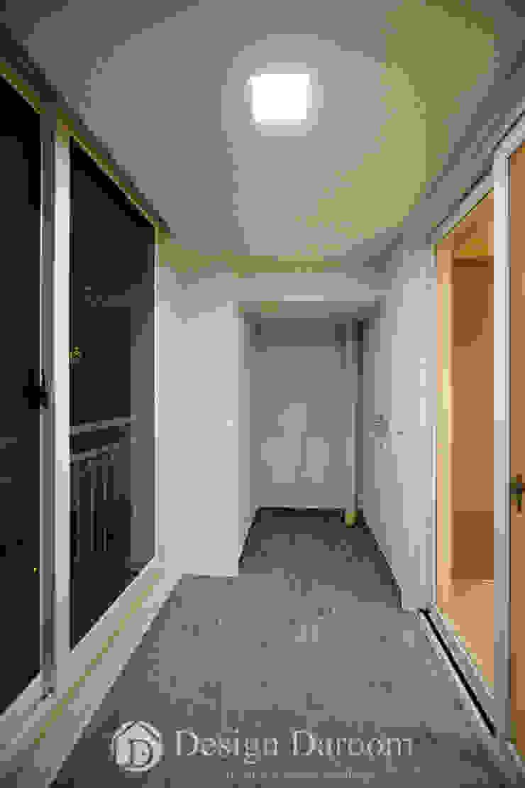 광장동 워커힐팰리스 40py 침실 발코니 모던스타일 발코니, 베란다 & 테라스 by Design Daroom 디자인다룸 모던