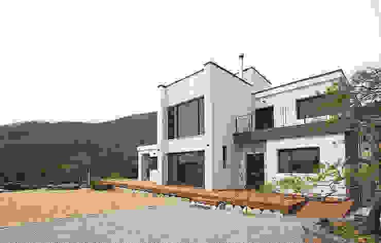 Rumah pedesaan oleh 더존하우징, Modern