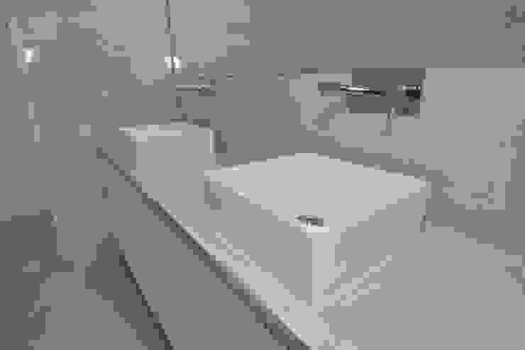 Baño SP_Arquitectura Baños de estilo clásico Cerámico Blanco