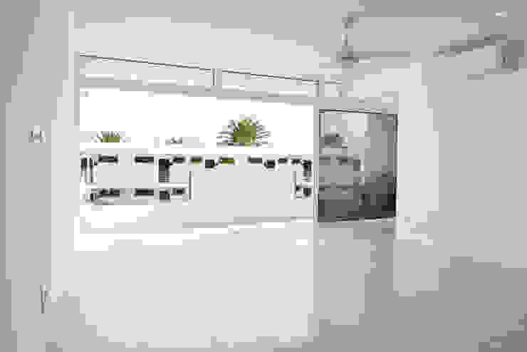 Saón Salones de estilo minimalista de SP_Arquitectura Minimalista Cerámico