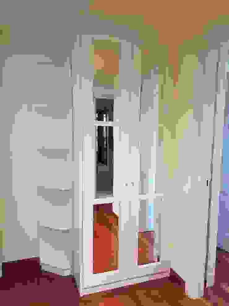 Modern corridor, hallway & stairs by M.Angustias Terron Modern Wood Wood effect