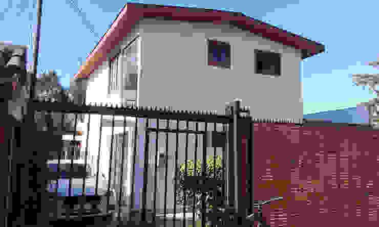 Casas unifamilares de estilo  de DIEGO ALARCÓN & MANUEL RUBIO ARQUITECTOS LIMITADA, Moderno