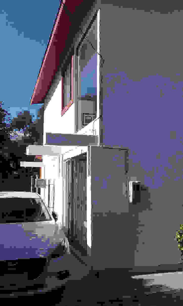 Entrada Nueva DIEGO ALARCÓN & MANUEL RUBIO ARQUITECTOS LIMITADA Casas unifamiliares