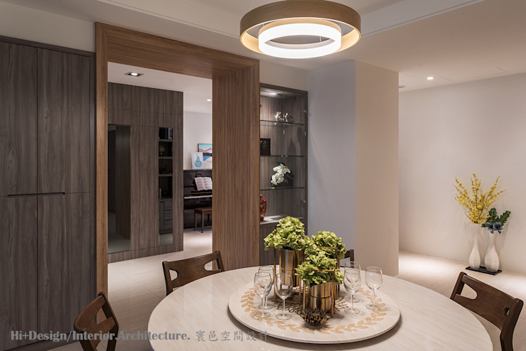 餐廳及玄關 Hi+Design/Interior.Architecture. 寰邑空間設計 Modern dining room Plywood