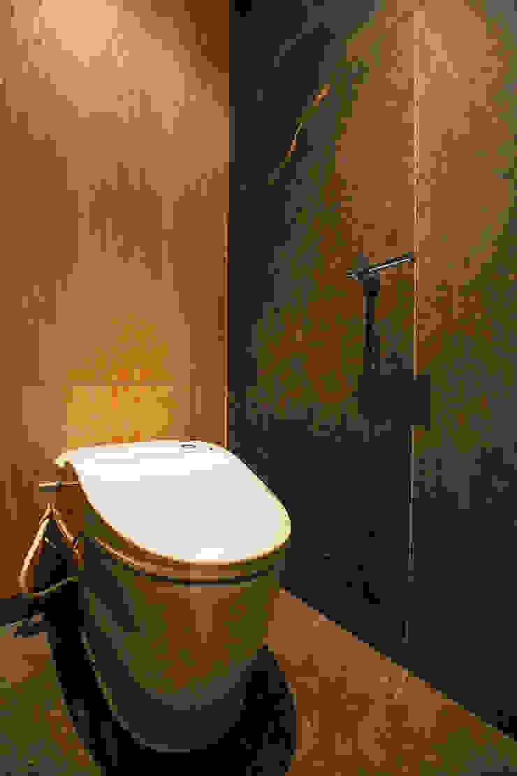 다빈710 Modern bathroom Wood