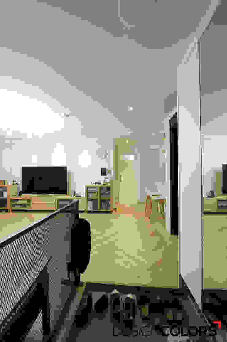 Corredores, halls e escadas modernos por DESIGNCOLORS Moderno