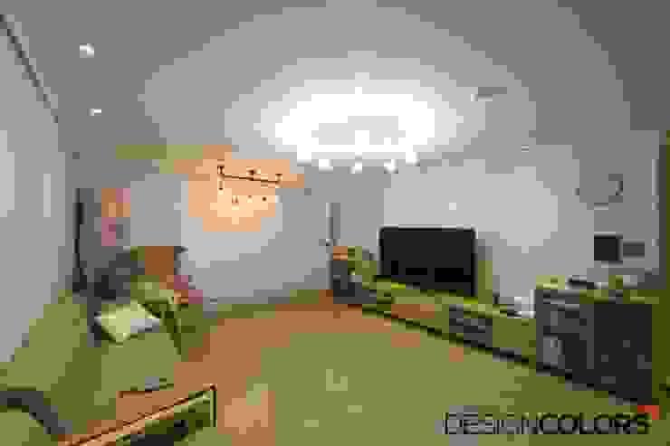 Salas de estar modernas por DESIGNCOLORS Moderno