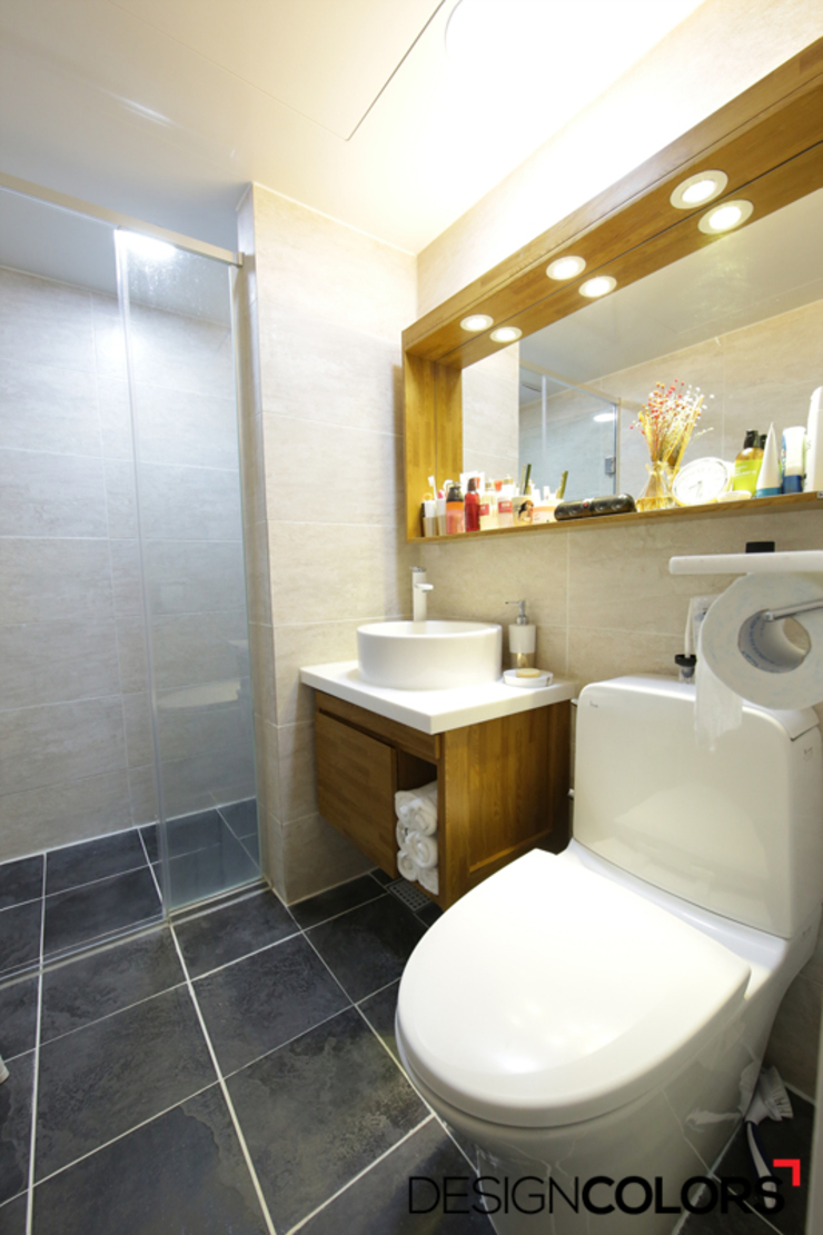 Banheiros modernos por DESIGNCOLORS Moderno