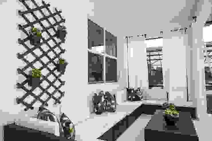 Flávia Gueiros Modern balcony, veranda & terrace Wood White