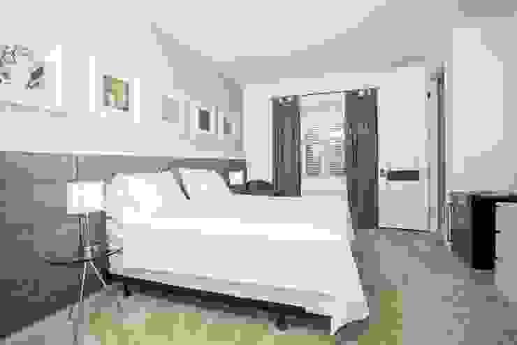Flávia Gueiros Спальня в стиле модерн Серый