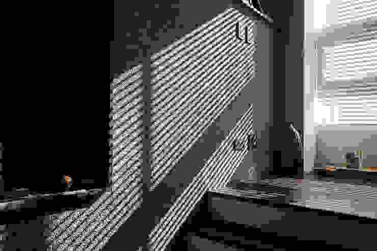光與牆 根據 黃耀德建築師事務所 Adermark Design Studio 簡約風