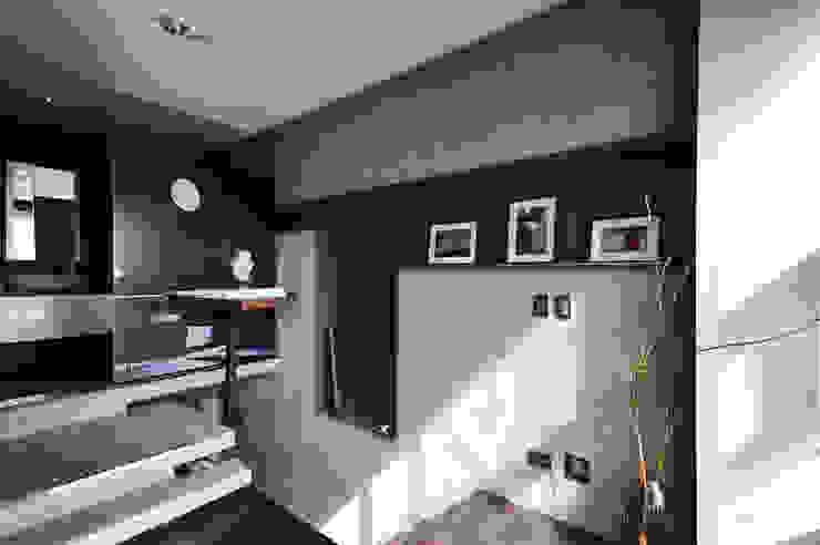 凹牆 根據 黃耀德建築師事務所 Adermark Design Studio 簡約風