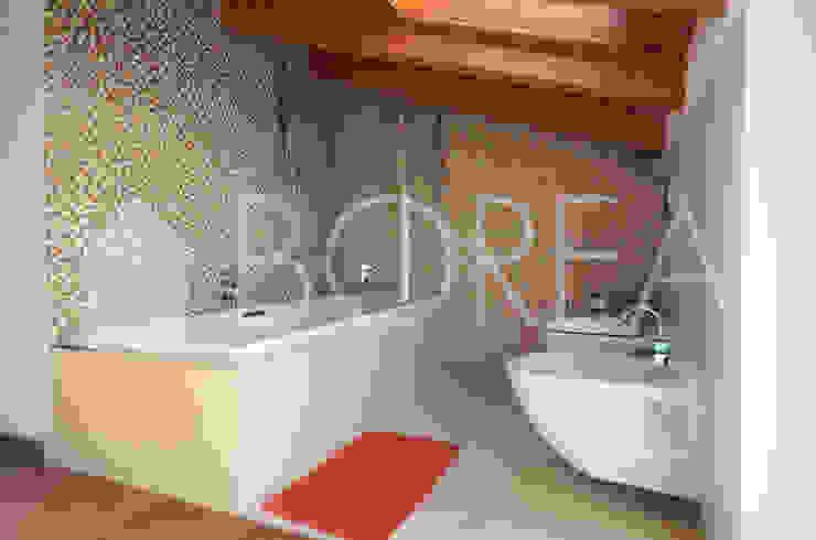 Baños de estilo moderno de Borea immobiliare Moderno