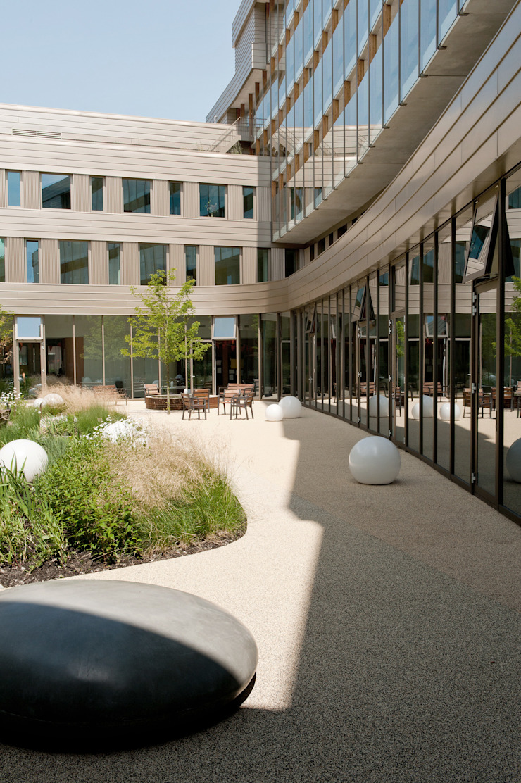 Senior living by Andredw van Egmond | designing garden and landscape Modern