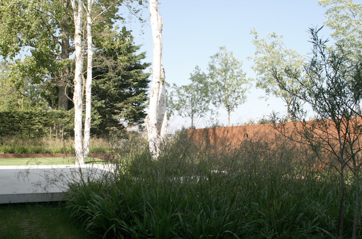 Andredw van Egmond | designing garden and landscape Гараж/сарай