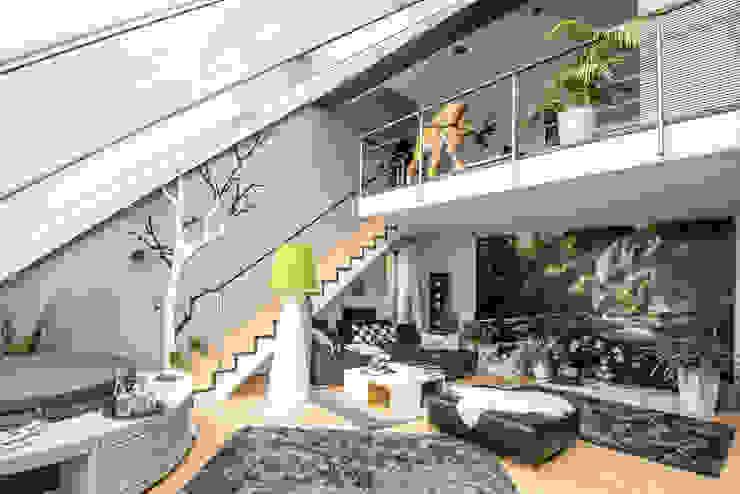 Raumansicht - Farbkonzept, Gestaltungs- und Malerarbeiten FARBCOMPANY Ausgefallene Wohnzimmer Grau