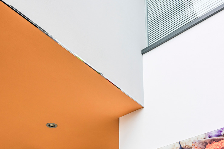 Detailansicht eines realisierten Farbkonzeptes in einem Privathaus in Hannover FARBCOMPANY Ausgefallene Wohnzimmer